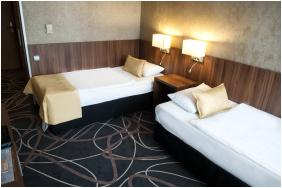 - Hotel Azúr