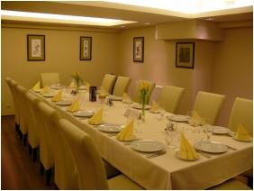 Banquet hall, Hotel Bassıana, Sarvar
