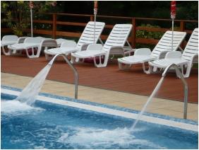 Hotel Bassiana, Outside pool