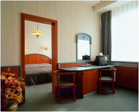 - Hotel Benczur