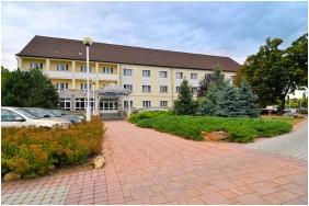 Hotel BorsodChem, Kazincbarcika, Building