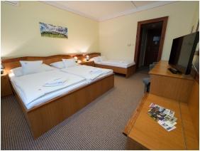 Háromágyas szoba, Hotel Cabernet, Villánykövesd