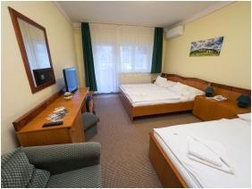 Triple room, Hotel Cabernet, Villanykovesd