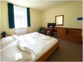 Twin room, Hotel Cabernet, Villanykovesd