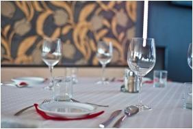 Hotel Canada, Restaurant