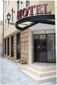 Hotel Capitulum, Gyor, Entrance