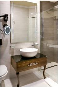 Hotel Capitulum, Gyor, Shower