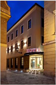 Hotel Capitulum, Entrance - Gyor