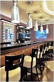 Hotel Carlton, Bar