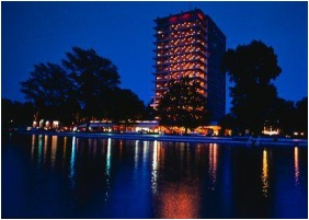 Building in the evening, Hotel Europa & Hungaria Siofok, Siofok