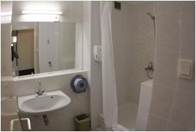 Hotel Europa & Hungaria Siofok, Bathroom