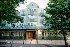 Hotel Erzsebet, Entrance