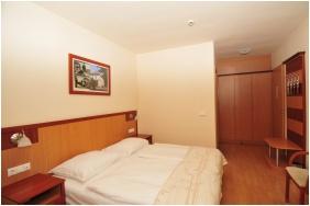 Kétágyas szoba pótággyal, Hotel Európa Gunaras, Dombóvár