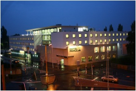 Hotel Famulus, Gyor, Building in the evening