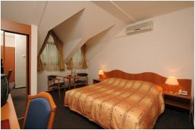 Hunguest Hotel Flora - Eger, Tetőtéri szoba