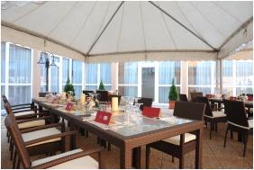 Hunguest Hotel Flora - Eger, Terrace