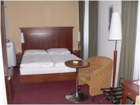 - Hunguest Grand Hotel Galya