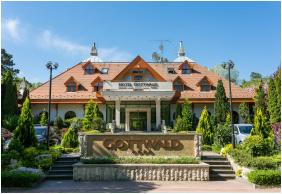 Bejárat, Hotel Gottwald, Tata