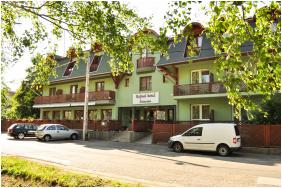 Hotel Hajnal - Mezokovesd, Outsıde vıew