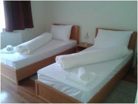 Twin room - Hotel Halaszkert