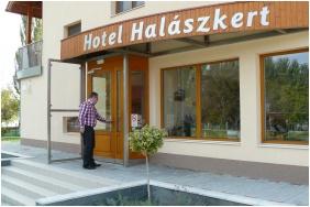 Hotel Halaszkert, Badacsony, Entrance