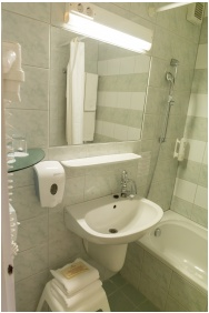 Bathroom - Hunguest Hotel Helios