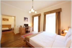 Family Room - Hotel Historia & Historante