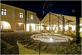 Hotel Historia & Historante, Yard