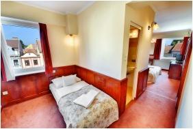 Hotel Irottko, Koszeg, Triple room