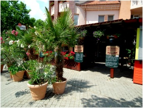 Hotel Jarja, Hajduszoboszlo, Entrance