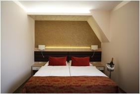 Superior szoba, Hotel Kiss, Tata