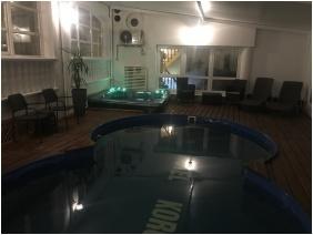 Fedett medence, Hotel Korona Hajdúszoboszló, Hajdúszoboszló