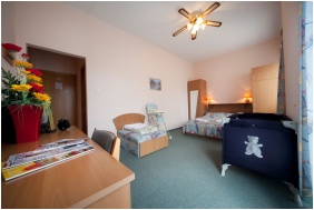 Hotel Kristaly, Keszthely, Double room with extra bed