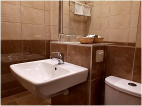 Hotel Magistern Conference & Wellness, Siofok, Bathroom