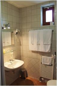 Magita Hotel, Erdôbénye, Fürdőszoba