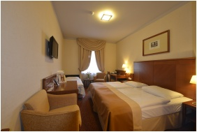 Hotel Magyar Király, Székesfehérvár, Háromágyas szoba