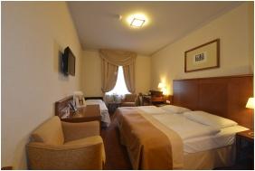 Hotel Magyar Kiraly, Szekesfehervar, Triple room