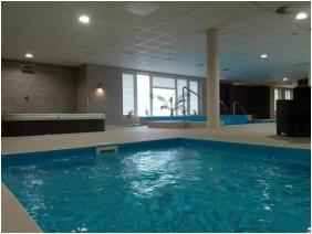 Hotel Median, Adventure pool