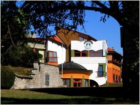 Building - Hotel Millennium