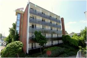 Exterior view, Hotel Molo, Siofok
