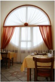 Hotel Napsugar, Restaurant