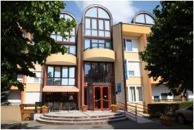 Hotel Napsugar, Heviz, Building