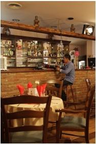 Hotel Negy Evszak, Restaurant
