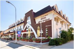 Hotel Neğy Evszak, Hajduszoboszlo, Exterıor vıew