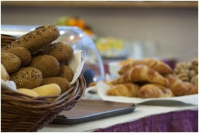 Breakfast - City Hotel Pilvax