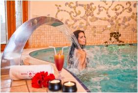 Hotel Piroska, Élménymedence