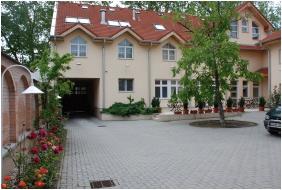 Hotel Platan Szekesfehervar, Szekesfehervar, Inner garden