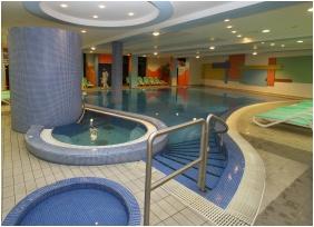 Belső medence, Hunguest Hotel Répce Gold, Bük, Bükfürdô
