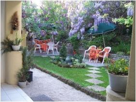 Romantik Hotel, Eger, Belső kert