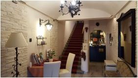 Romantik Hotel, Eger, Recepci� k�rny�ke